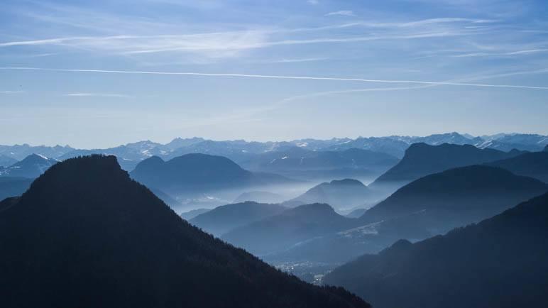 Gradioser Blick in die Alpen- Vorne links der Felszack des Kranzhorn-Gipfels