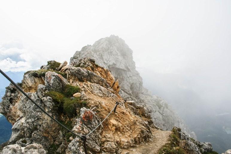Auf dem Weg um die Karwendelgrube - Am Beginn des Heinrich-Noe-Wegs
