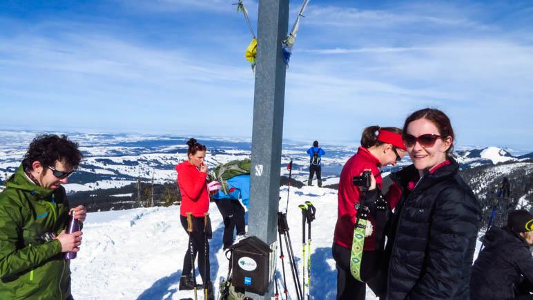 Auf dem Gipfel: Brotzeit, Schnaps, Fotos und Panorama