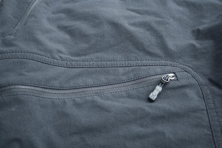 Alle Taschen der Haglöfs Flint Pant haben einen Reißverschluß
