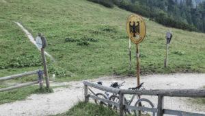 Grenze am Carl-von-Stahl-Haus am Jenner. Berchtesgadener Land