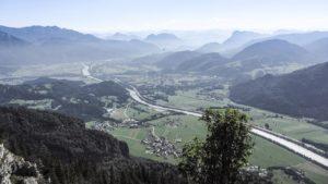 Im Inntal ist die Grenze zwischen Kranzhorn und Kufstein gut zu erkennen: Sie verläuft in der Mitte des Inns. Inntaler Berge