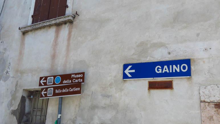 Der Weg zum Valle delle Cartiere, dem Papiermühlental, ist gut ausgeschildert.