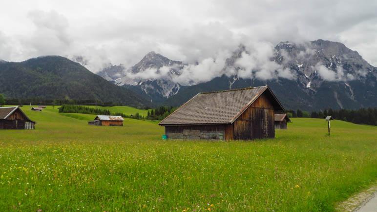 Der Blick zurück in Richtung Karwendel. Sehr beeindruckend, diese Felswand