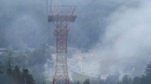 Der Tragpfeiler der Zugspitze im Regen. Bei solchem Wetter fährt man normalerweise nicht hoch