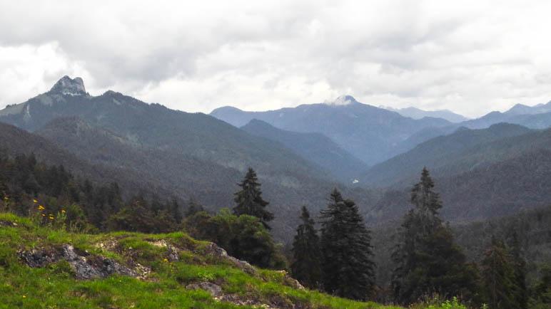 Der Blick Richtung Roßstein und Buchstein und über die weiteren Tegernseer Berge