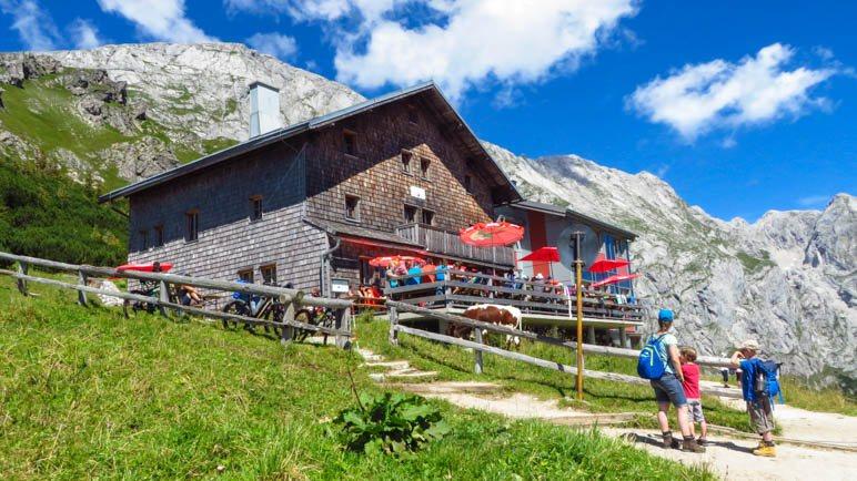 Das Carl-von-Stahl-Haus, das nur eine gute halbe Stunde von der Bergstation der Jennerbahn entfernt liegt