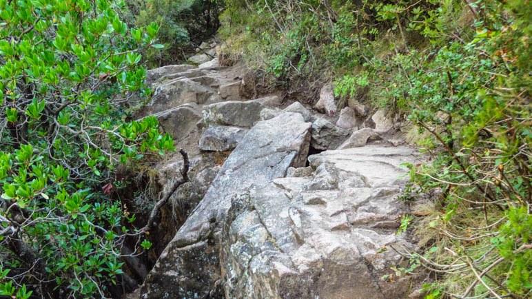 Der Felsweg zu den Kaskaden des Purcaraccia