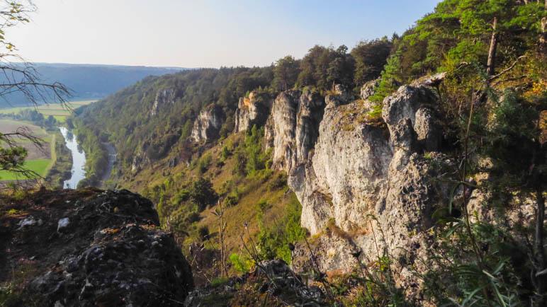 Auf den Felsen über Arnsber, etwa in der Mitte meiner heutigen Wanderung im Altmühltal
