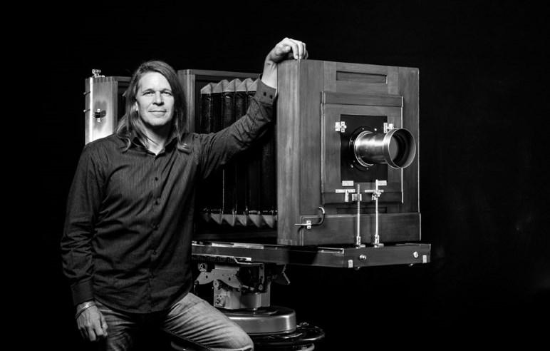 Kurt Moser mit einer Balgenkamera - Foto: Kurt Moser