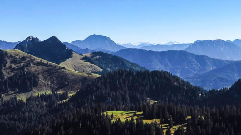 Rossstein und Buchstein mit der Tegernseer Hütte, im Hintergrund der Guffert