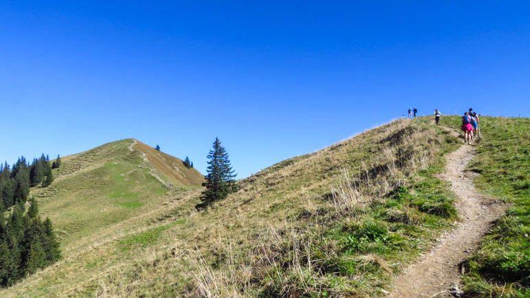 Kurz rauf, einmal durch die Senke und dann zum Gipfel