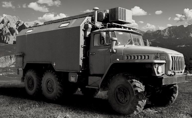 Der russische Ural-LKW, der als Hauptkamera und Dunkelkammer dienen soll - Foto: Kurt Moser