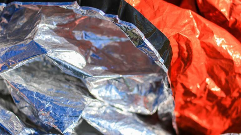 Aussen leuchtend Orange, innen reflektierendes Silber