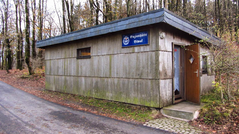 Unser Basislager in der Rhön: Das Biwak der Enzianhütte. Sieht einladend aus, oder?