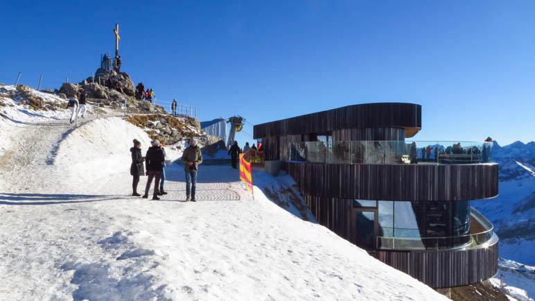 Nebelhorn-Gipfel und Gipfelhaus