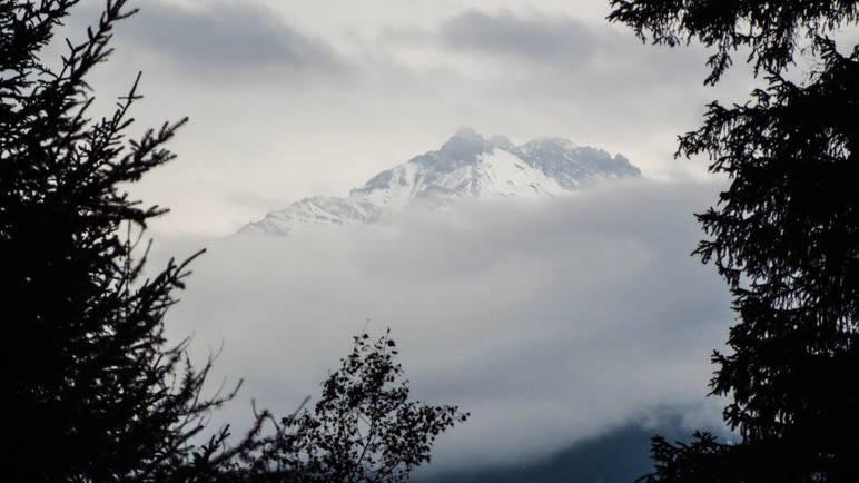 Hinter Wolken, aber trotzdem ein beeindruckender Anblick: Die Serles