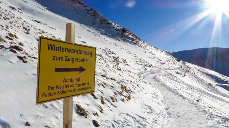 Hier ist der  tiefste Punkt des Winterwanderwegs und wir beginnen den Anstieg zum Zeigersattel