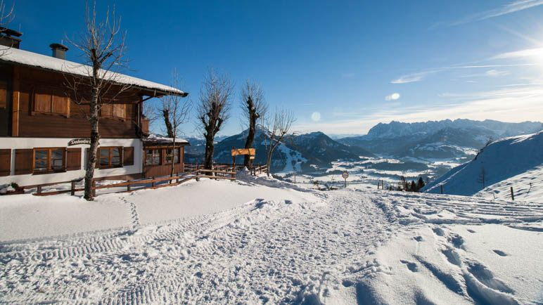 Die Taubenseehütte und der Ausblick zum Kaisergebirge