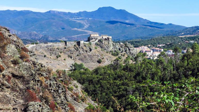 Die Zitadelle von Corte auf dem Stadtberg