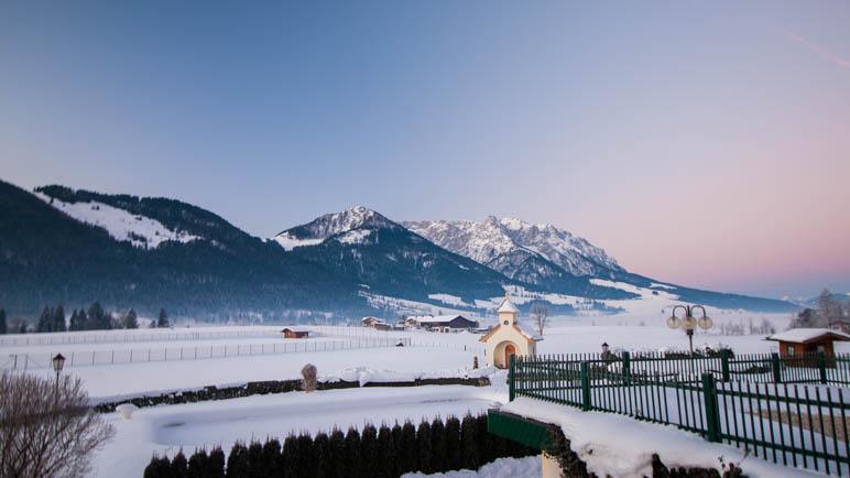 Vom Zimmer aus dem Sonnenuntergang hinter dem Kaisergebirge sehen. Hat was.