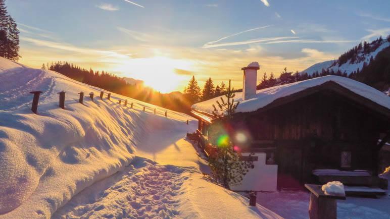 Sonnenuntergang im Kaiserwinkl auf unserer Schneeschuhtour