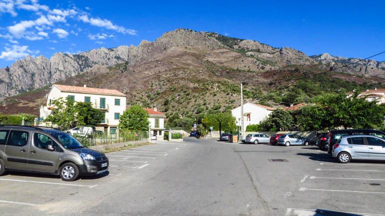 Auf derm Wanderparkplatz oberhalb von Corte