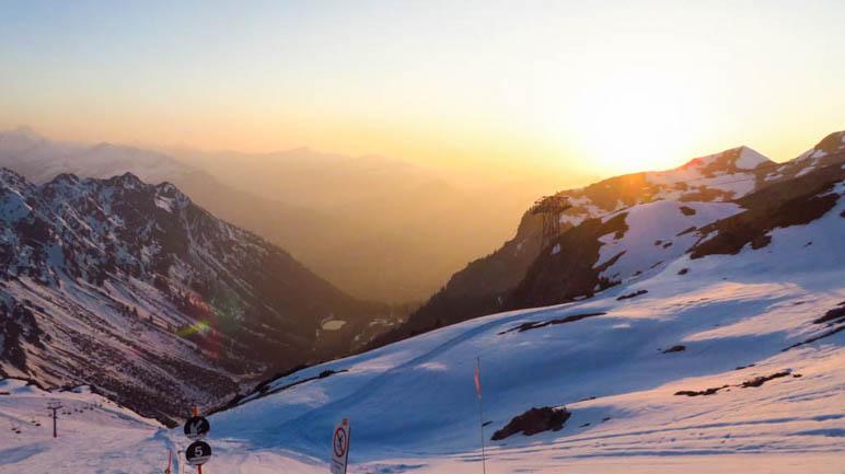 Der Sonnenuntergang über den Oberstdorfer Bergen, vom Edmund-Probst-Haus am Nebelhorn aus gesehen