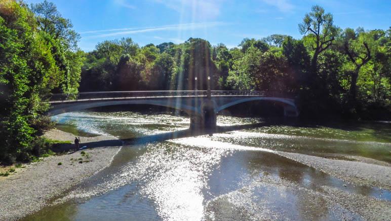 Der Radlsteg, die schön geschwungene Brücke über die Isar