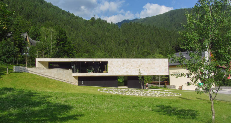 Das Naturparkhaus Hinterriß, das Informationszentrum für Karwendelbesucher und Ausgangspunkt der Rontalwanderung