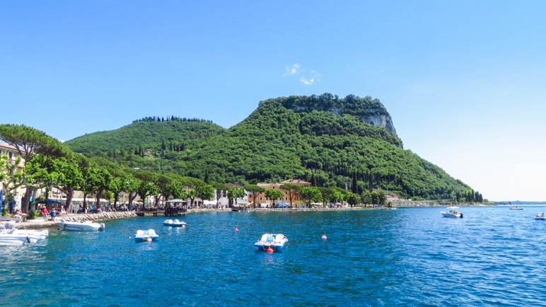 Die Rocca di Garda, der markante Berg am südlichen Ende von Garda