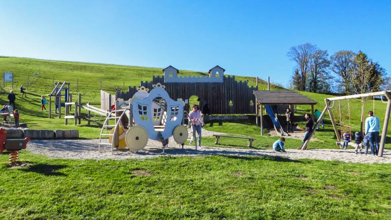 Der Spielplatz, direkt neben dem Gasthof Weingarten