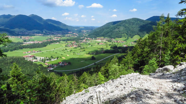 Der Blick auf Ruhpolding und das weite Tal