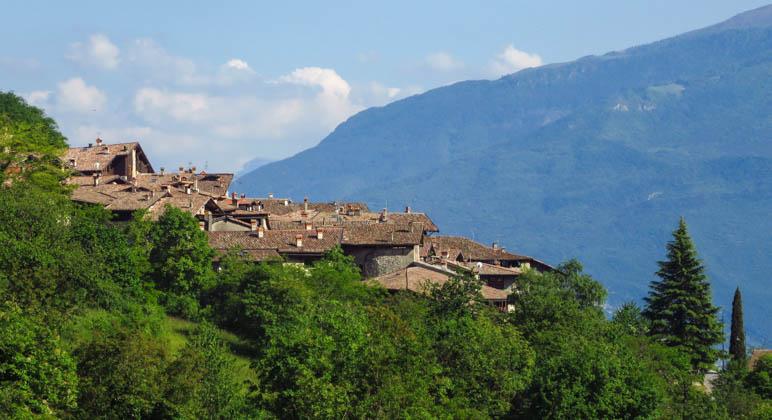 Die Dächer von Canale di Tenno