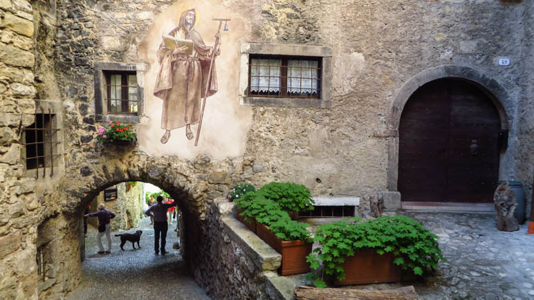 Ein Heiligenbild an einer Hauswand