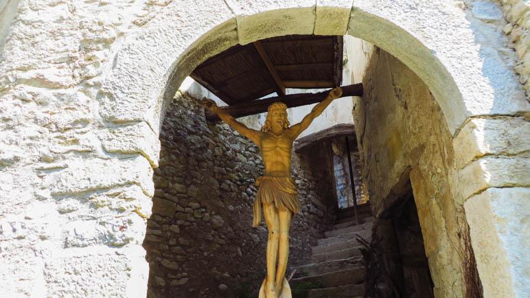 Ein Jesus in einem der alten Häuser von Campo