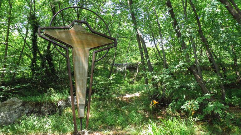 Das Kreuz im Wald