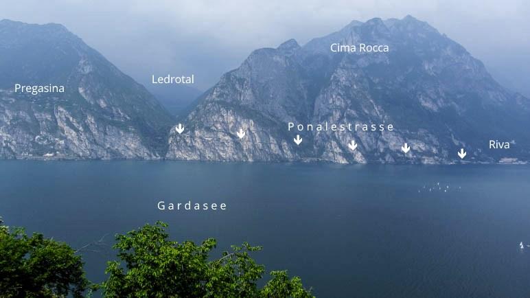 Der Verlauf der Ponalestraße vom Ledrotal nach Riva del Garda ist gut als Streifen am Fels erkennbar