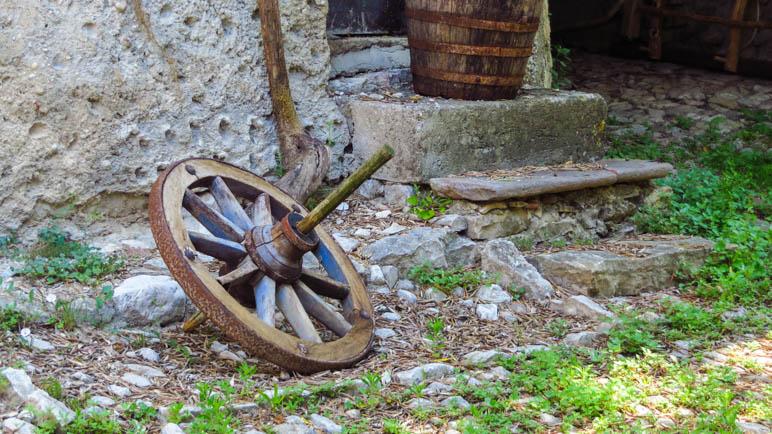 Ein altes Wagenrad