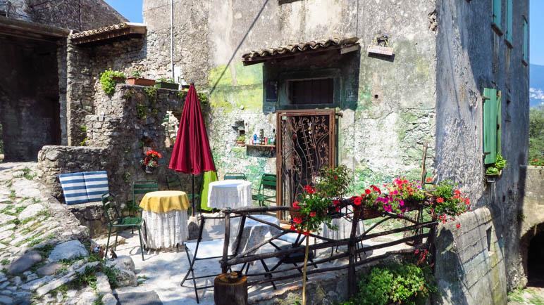 Eine kleine Terrasse in Campo