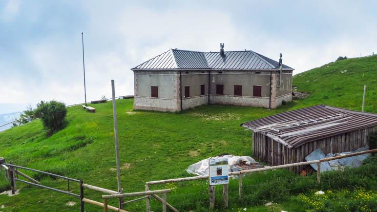 Das Gebäude der Finanzpolizei nahe der ehemaligen Grenze zu Österreich
