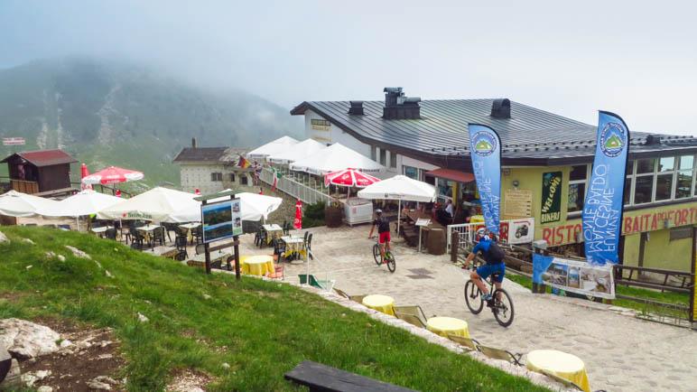 Die Baita dei Forti, direkt neben der Bergstation der Funivia Monte Baldo