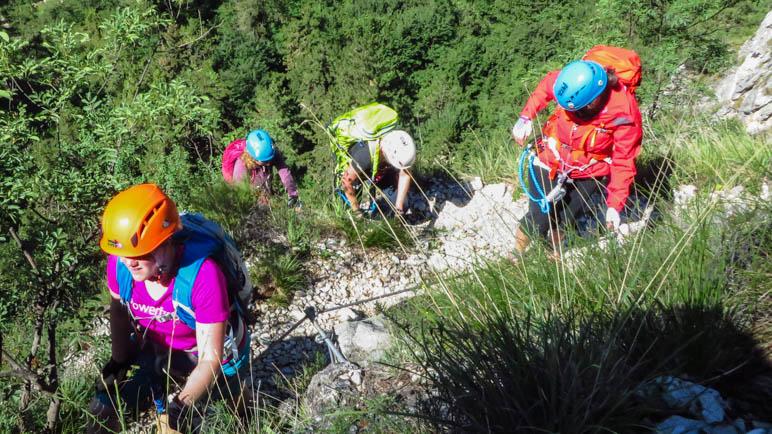 Im Klettersteig, auf dem Stück nach der langen Leiter
