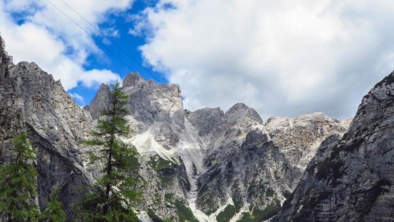auf dem Abstiegsweg haben wir die Felsberge immer im Blick