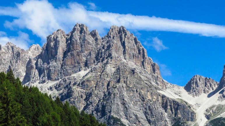 Beeindruckende Bergwelt: Die Dolomiti di Brenta oberhalb von Molveno
