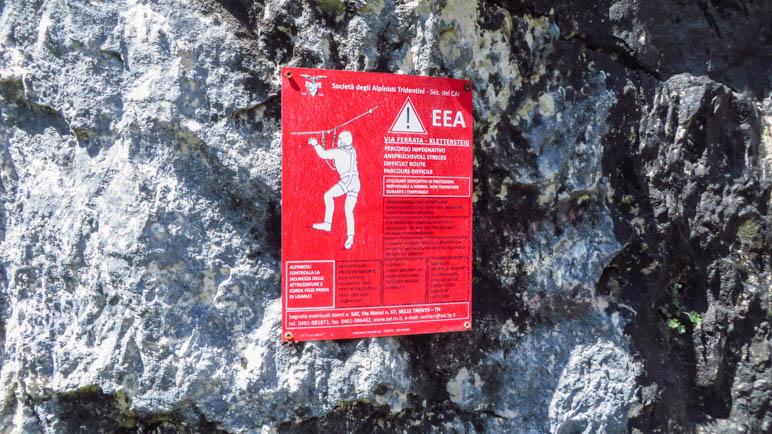 Huch, ein Kletterscteig-Schild. Es ist dann allerdings doch eher ein versichertes Wegstück