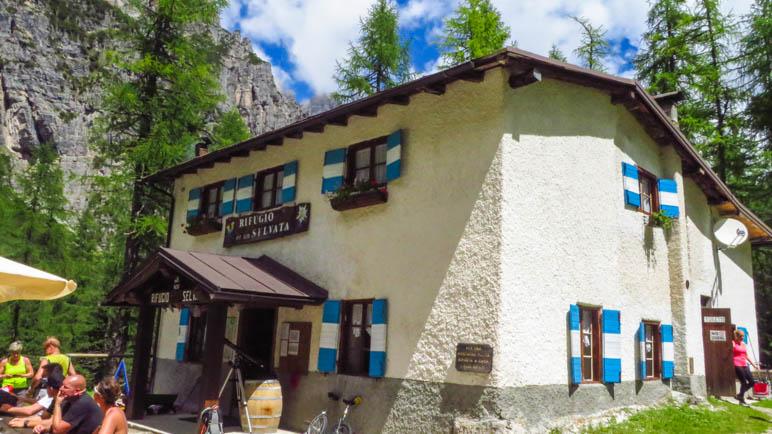 Das Rifugio Selvata inmitten der Berge