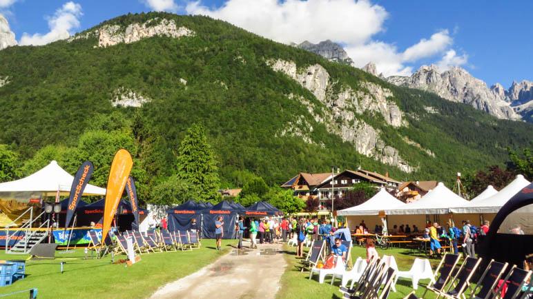 Das Basecamp des SportScheck-Testivals am Molvenosee