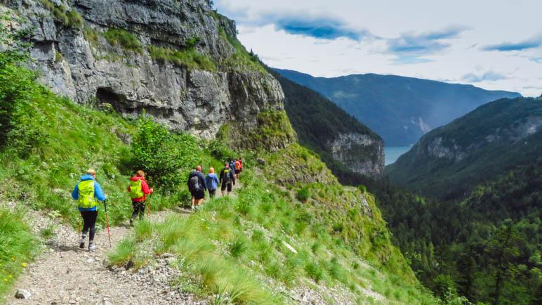 Auf dem Weg aus dem Tal heraus zur Seilbahn