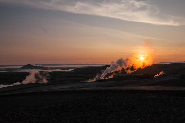 Sonnenuntergang an den heißen Quellen am Myvatn